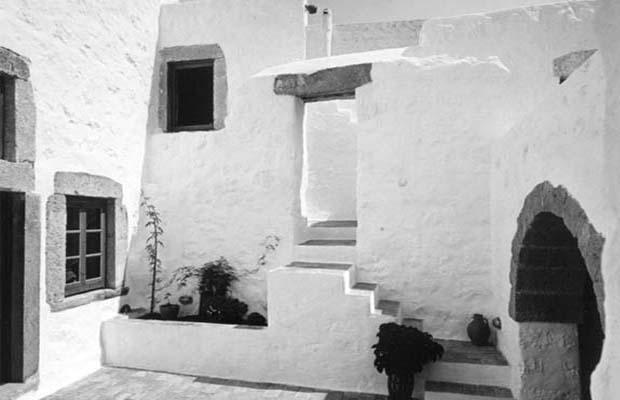 PATMOS SPLIT COURT House
