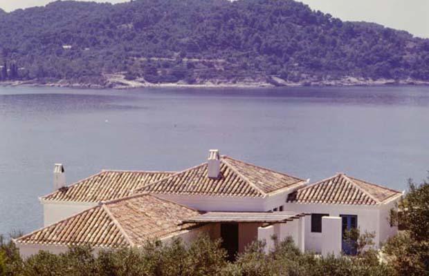 SPETSES KOYZOUNO BEACH-FRONT House